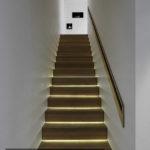 Trap sfeervol verlicht door middel van led-verlichting